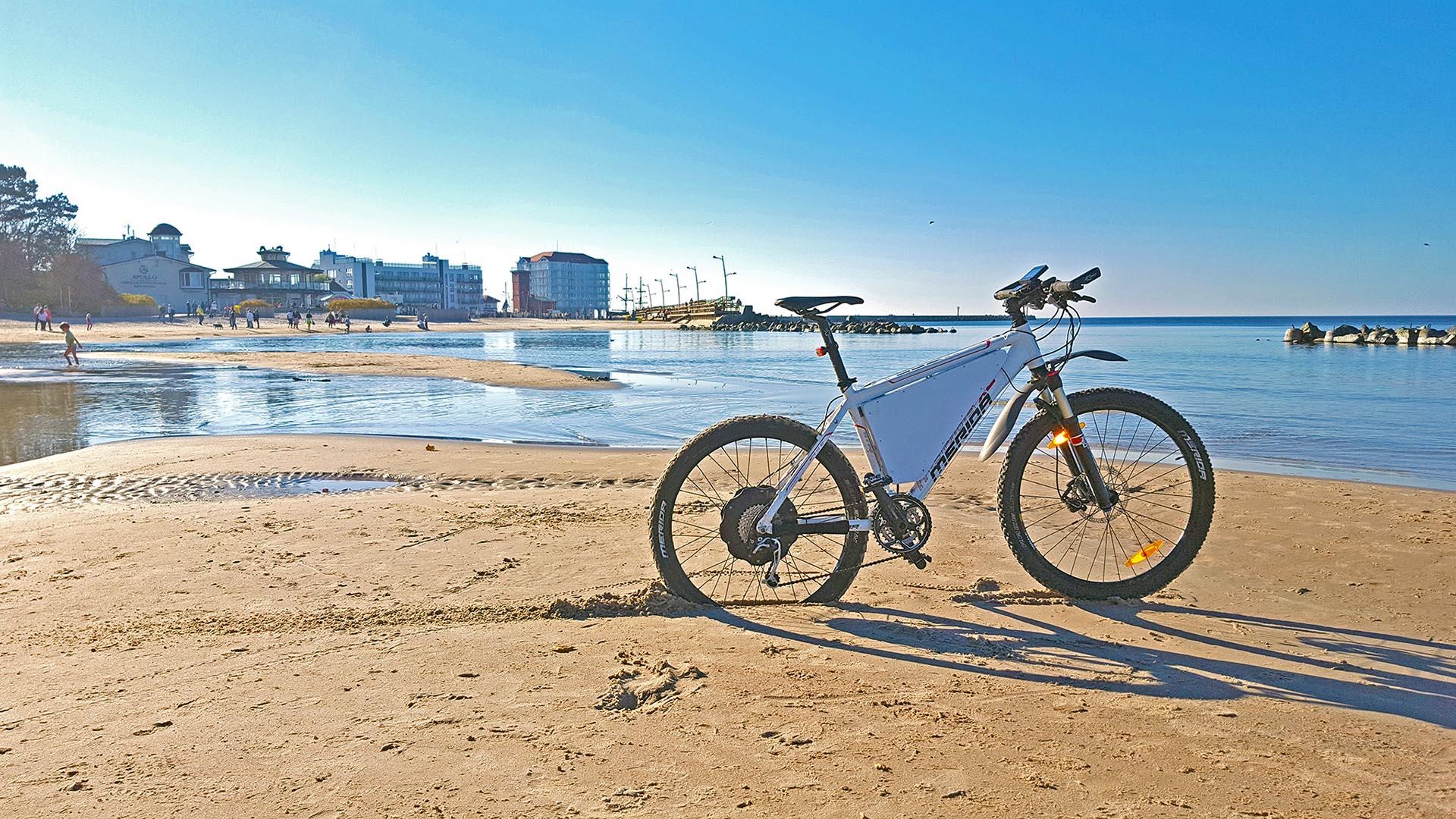 Ścieżki rowerowe w Darłówku i jazda rowerem po plaży Darłówko
