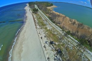 Trasa rowerowa przy jeziorze Kopań na wschód od Darłówka Wschodniego