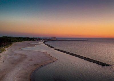 Widok na plażę w Darłówku 350 metrów od Morskiej Przystani