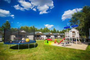 domki wypoczynkowe i plac zabaw dla dzieci