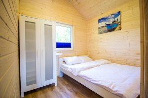 Domki Morska Przystań duża sypialnia
