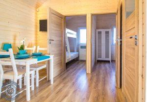 Drewniane 4 osobowe domki nad morzem z dwiema sypialniami