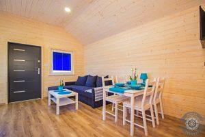 Piękny salon w domku wczasowym Morska Przystań w Darłówku