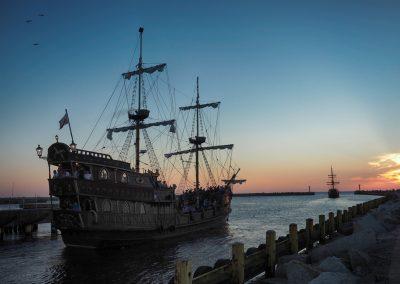 Rejsy Galeonami wycieczkowymi o zachodzie słońca w Darłówku