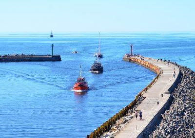 Molo spacerowe i wejście do portu w Darłówku