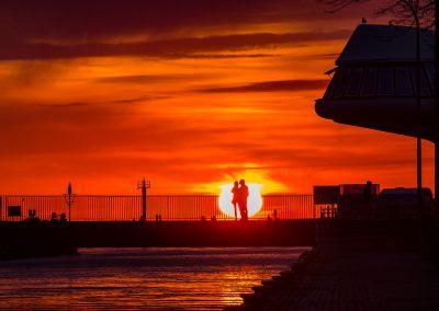 rozsuwany most w Darłowku o zachodzie słońca
