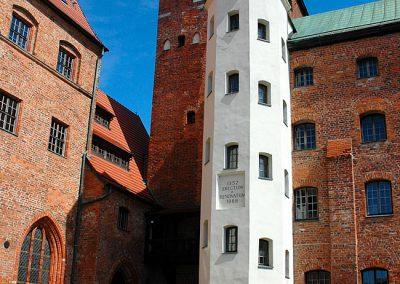 Zamek dziedziniec wieża